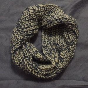 Accessories - Knitted Scarf